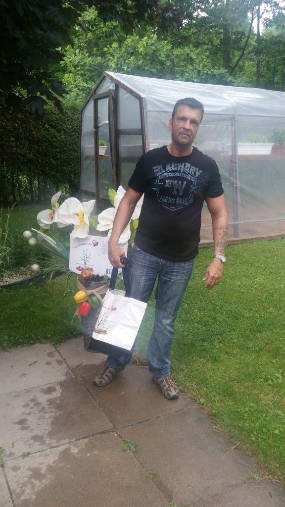 Photo du gagnant M. Serge Frenette des moitiés-moitiés tirés à l'Exposition de Victoriaville.
